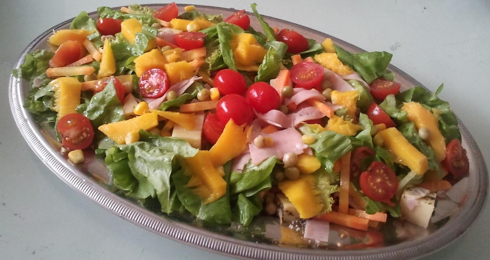 Salada tropical para acompanhar churrasco